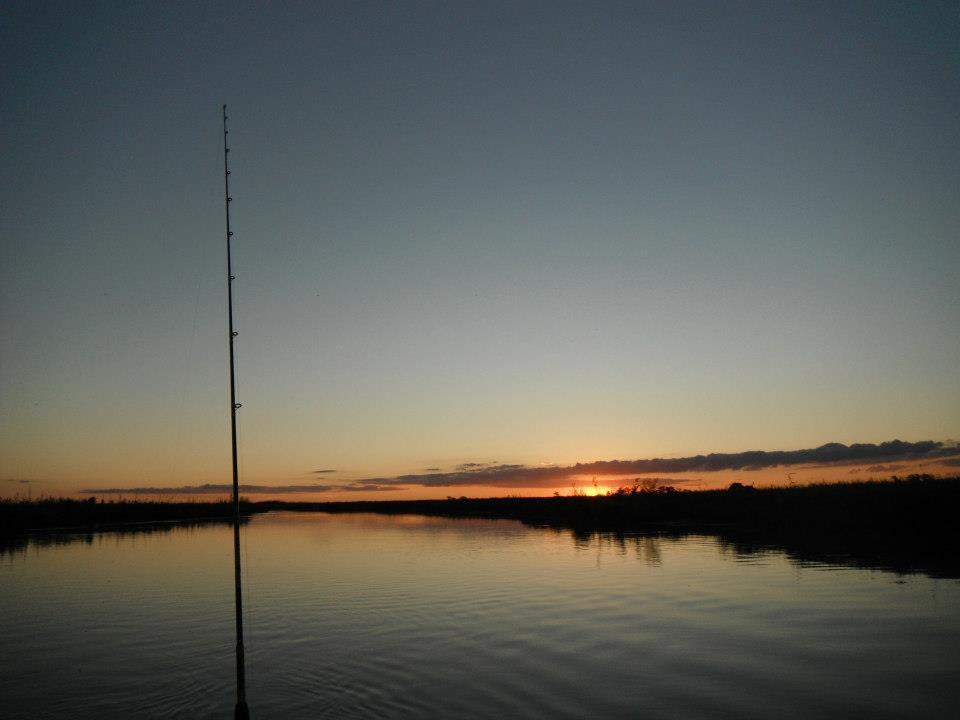amanecer en el rio